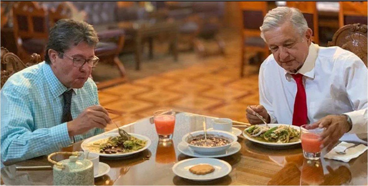 AMLO comparte desayuno con Monreal: para aguantar todo el día