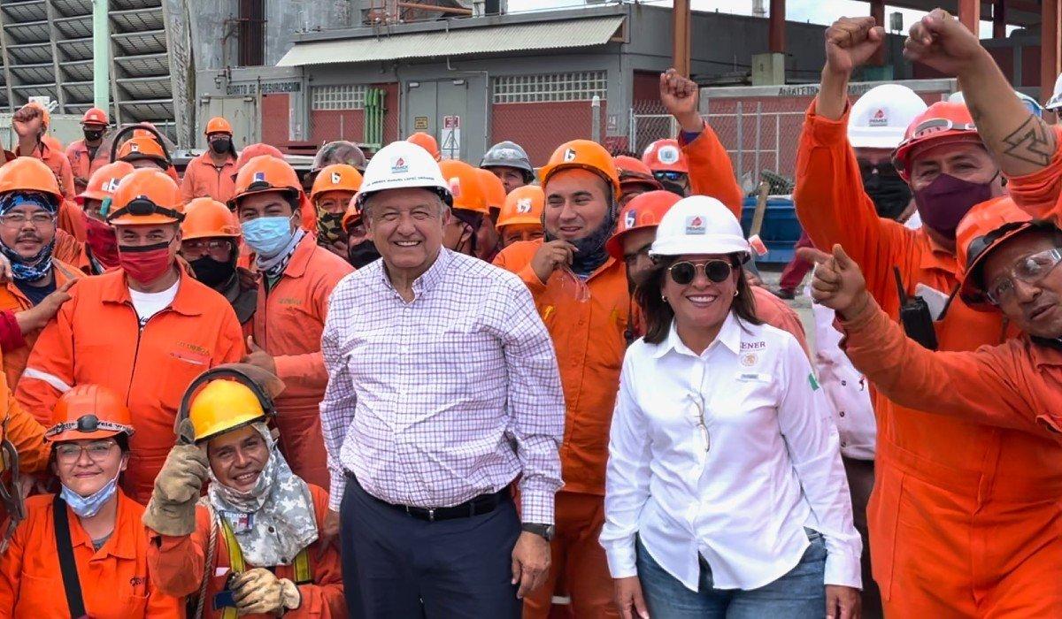 AMLO supervisa refinerías de Pemex que se están modernizando: empecé en Cadereyta