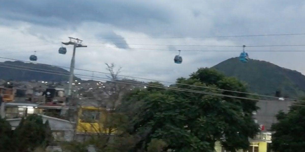 Circula video de usuarios del Cablebús suspendidos en el aire: falla interrumpió el servicio casi una hora