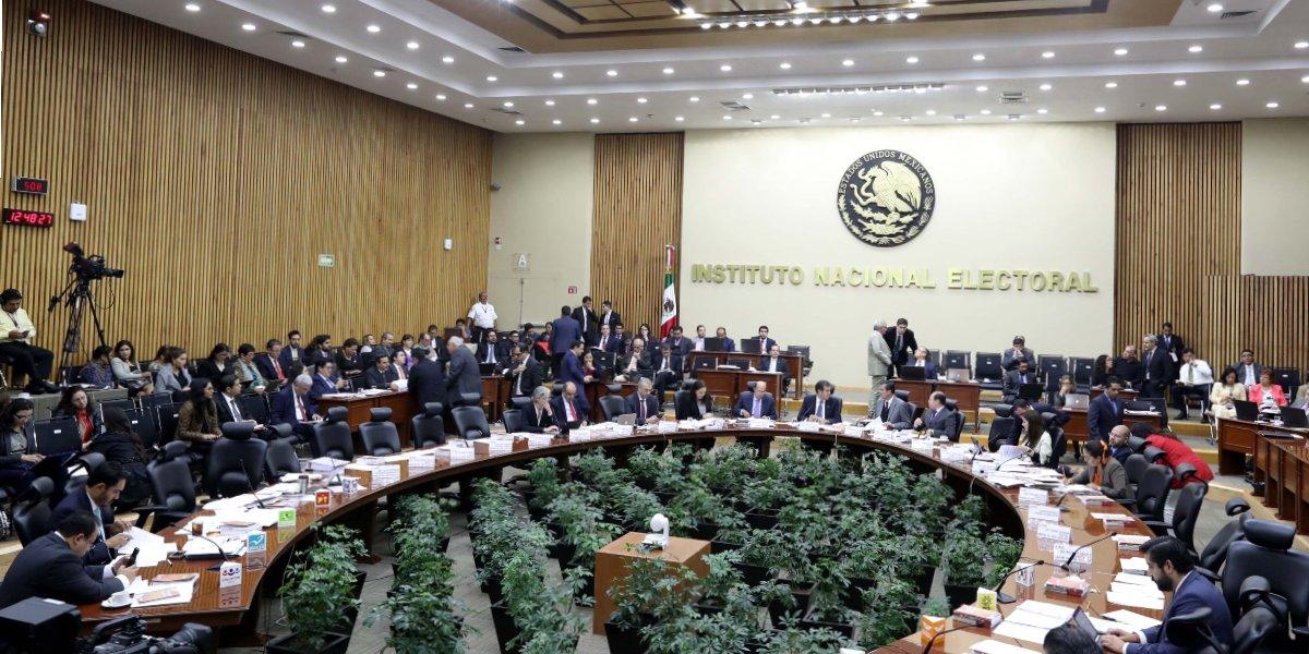 Morena acusa que INE incumple con paridad de género