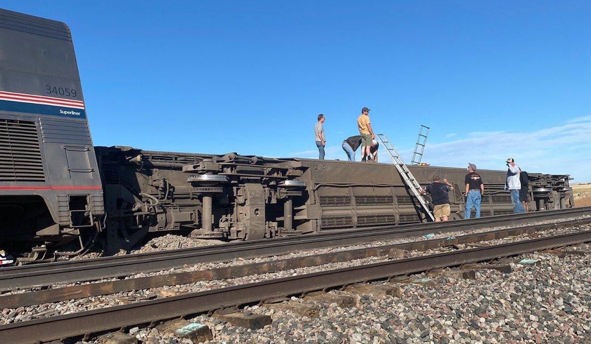 Descarrilamiento de tren en EUA deja saldo de 3 muertos y más 50 heridos