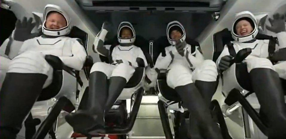 Regresa a Tierra cápsula de SpaceX con 4 turistas a bordo: 'Fue un gran viaje', dicen