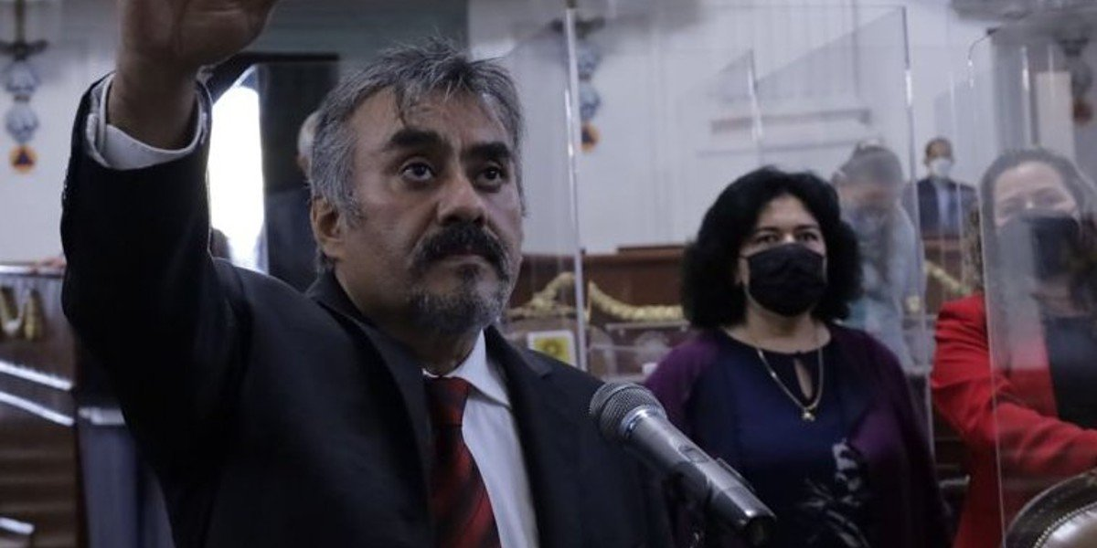 Alberto Martínez Urincho llega recuperado al Congreso de la CDMX