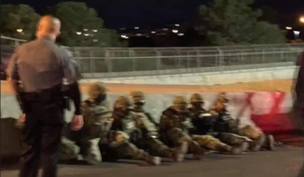 Agentes fronterizos detienen varias horas a siete militares mexicanos por cruzar a EUA