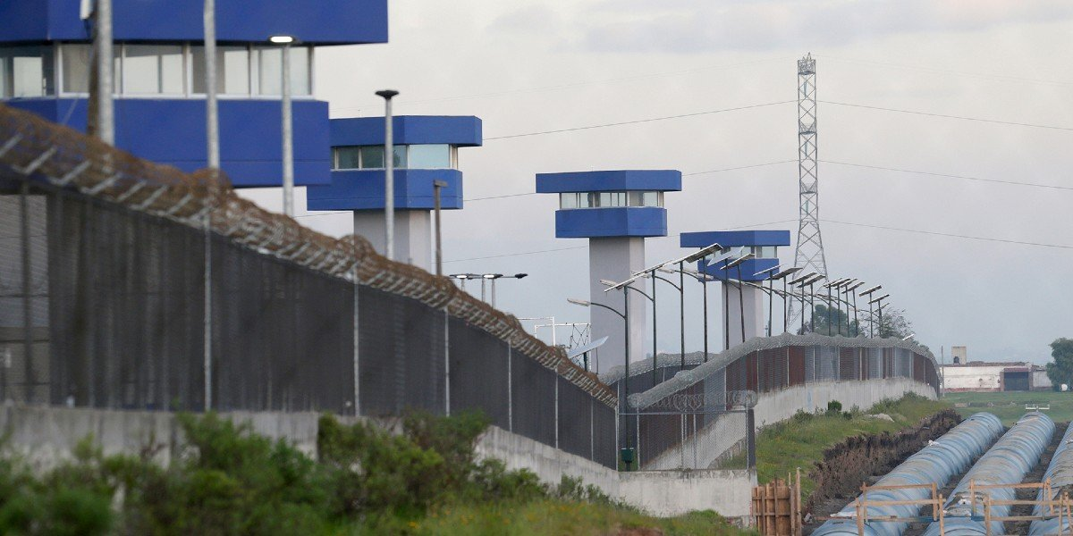 Narcos acusan tortura psicológica y hostigamiento en el penal del Altiplano; tramitan amparo