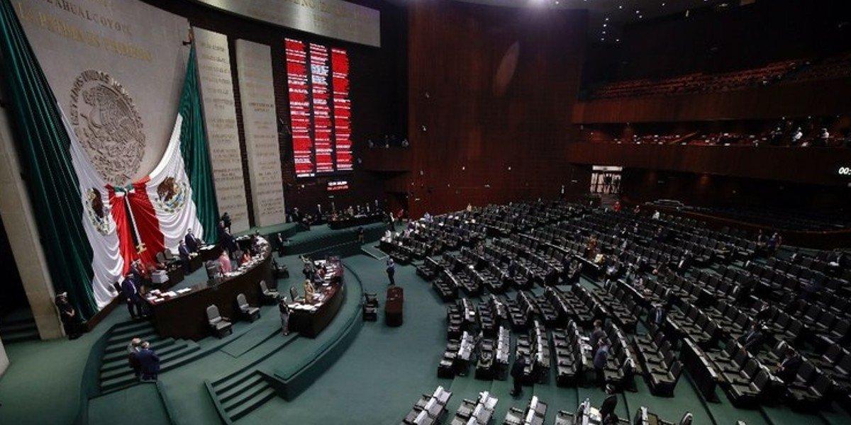 PAN propone punto de acuerdo para que AMLO respete la división de poderes
