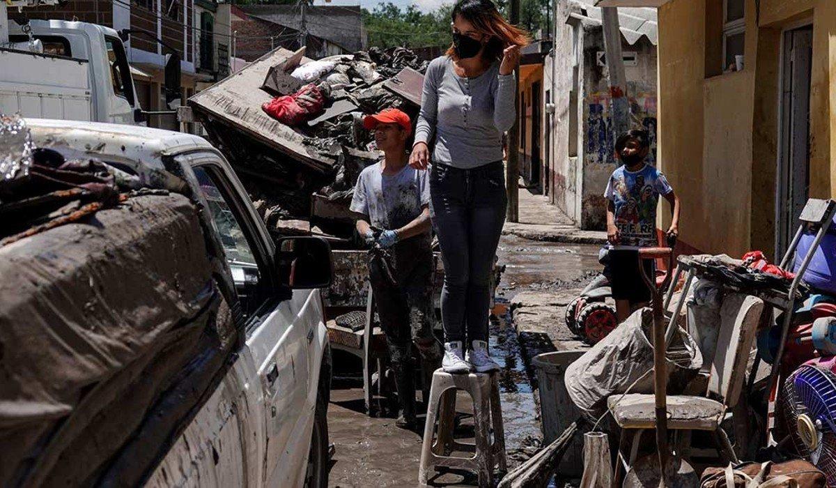 Gobierno de Hidalgo pide a habitantes no recuperar enseres u objetos afectados por las inundaciones