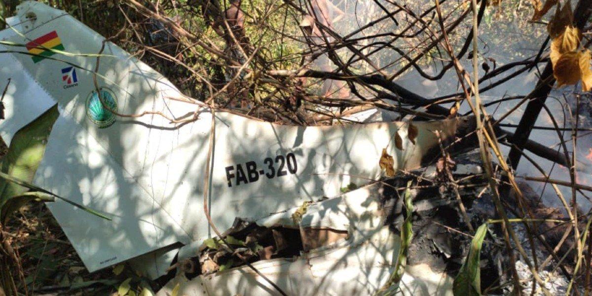 Se desploma avioneta de la Fuerza Aérea Boliviana; 6 personas murieron