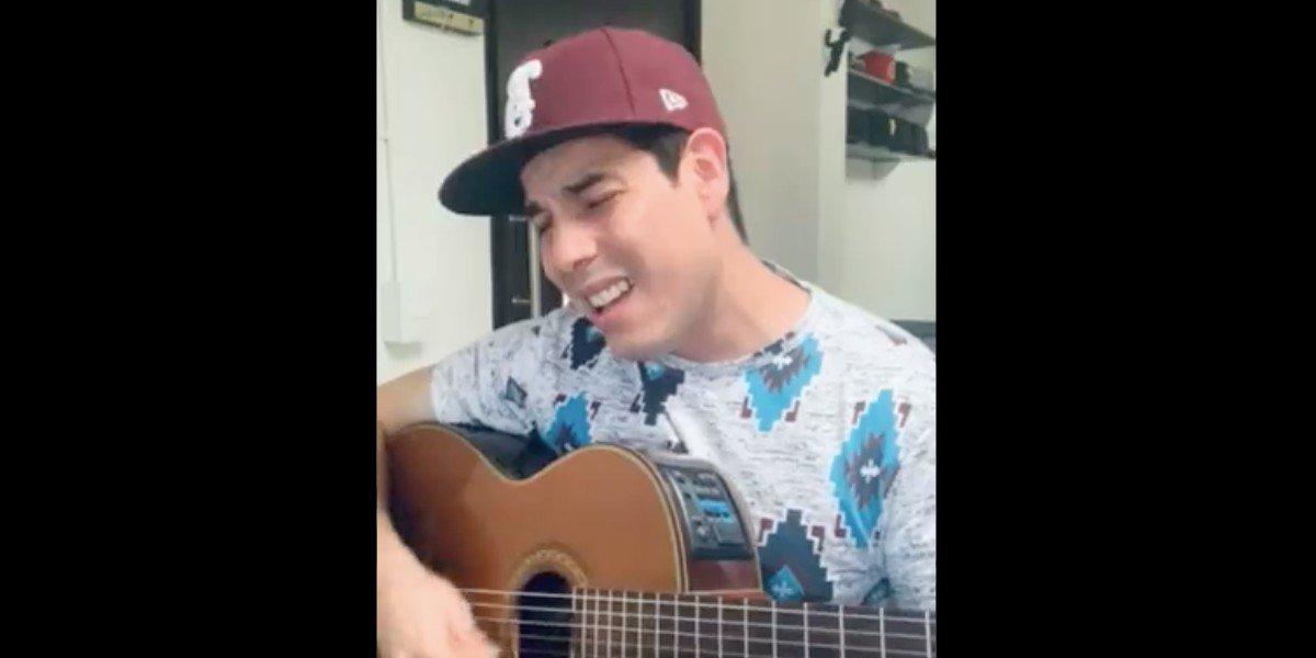 Joven compone canción tras caía de WhatsApp, Facebook e Instagram; se hace viral en redes