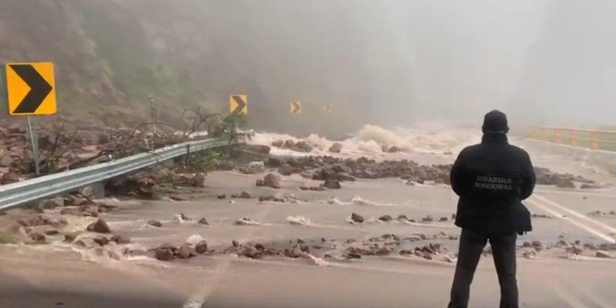 Reportan deslaves en supercarretera Durango-Mazatlán por paso de tormenta tropical 'Pamela'