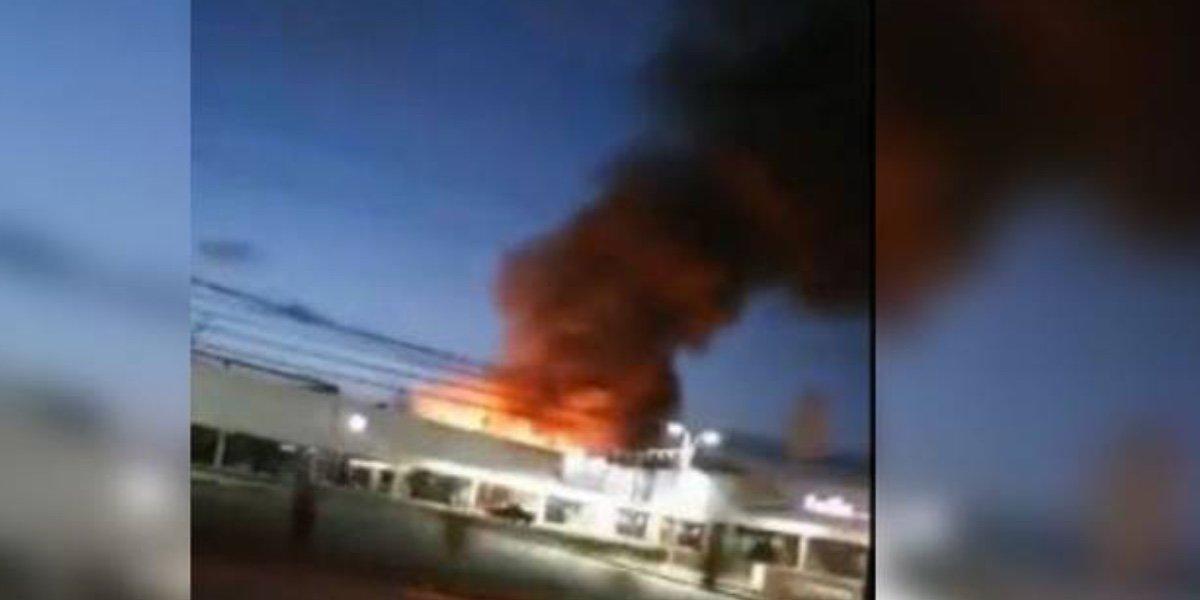 Se registró un incendio en una fábrica de muebles en Chicoloapan, Estado de México
