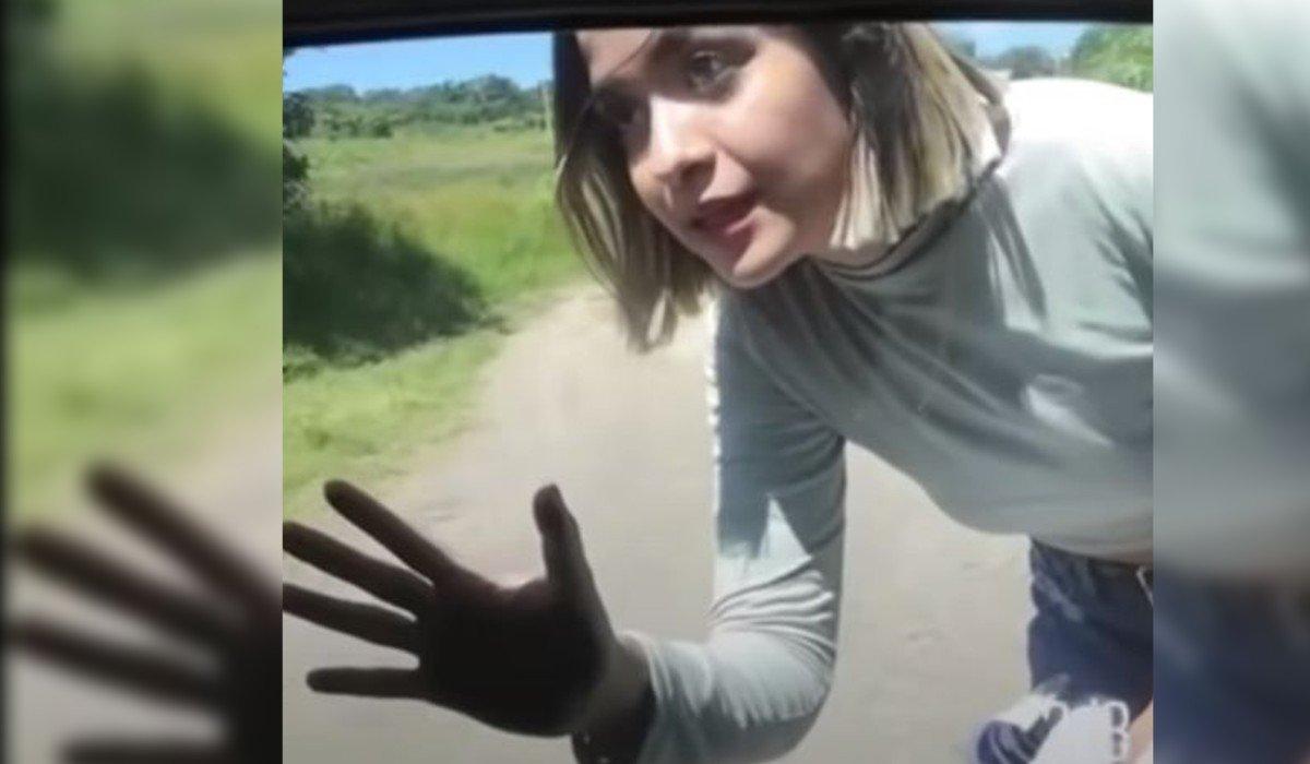 Joven sorprende a su novia: descubre infidelidad  y la abandona en la carretera (Video)