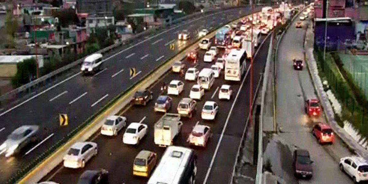 Volcadura en la México-Pachuca deja dos heridos y caos vial