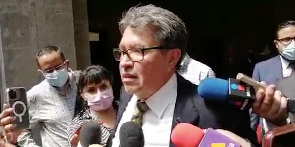 Monreal revela que la senadora Beatriz Paredes sufrió un accidente automovilístico