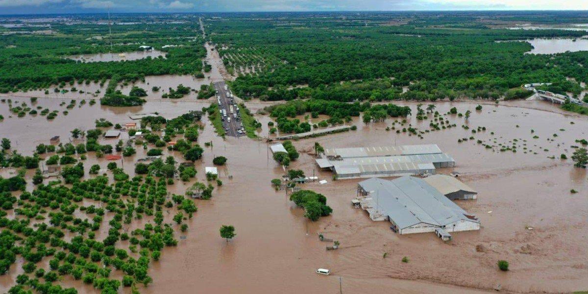 Reportan 2 personas desaparecidas tras paso de huracán 'Pamela' en Nayarit