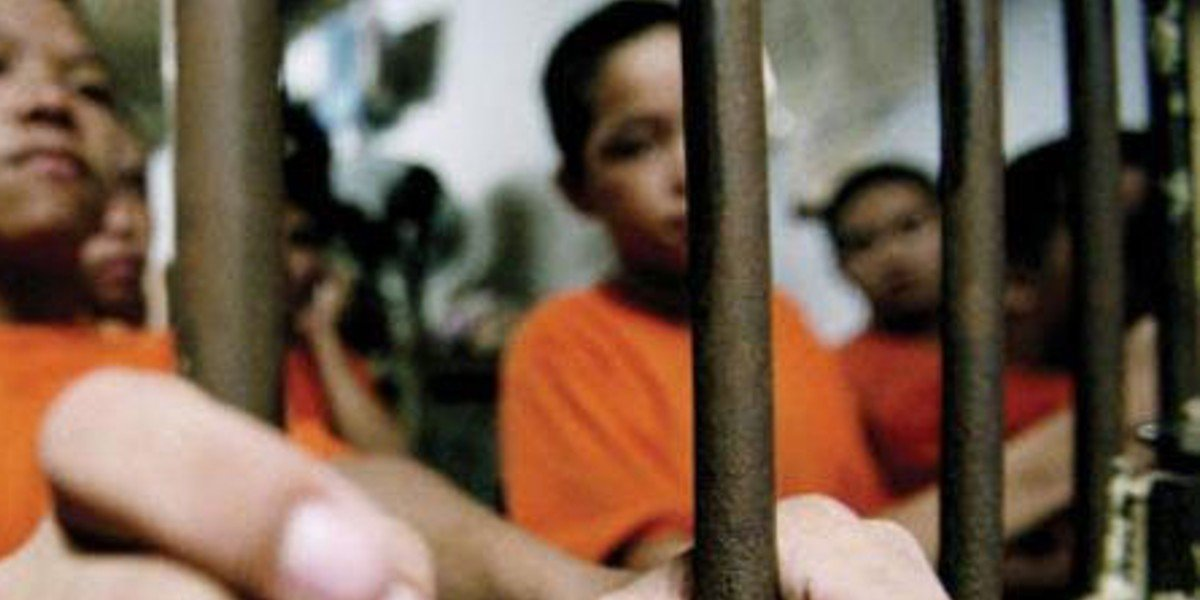 Cárteles reclutan a niños para adiestrar a 'sanguinarios' sicarios: estudio Reinserta