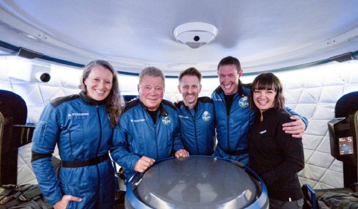William Shatner, mítico 'capitán Kirk'deStar Trek, viaja al espacioa bordo de cápsulaBlue Origin