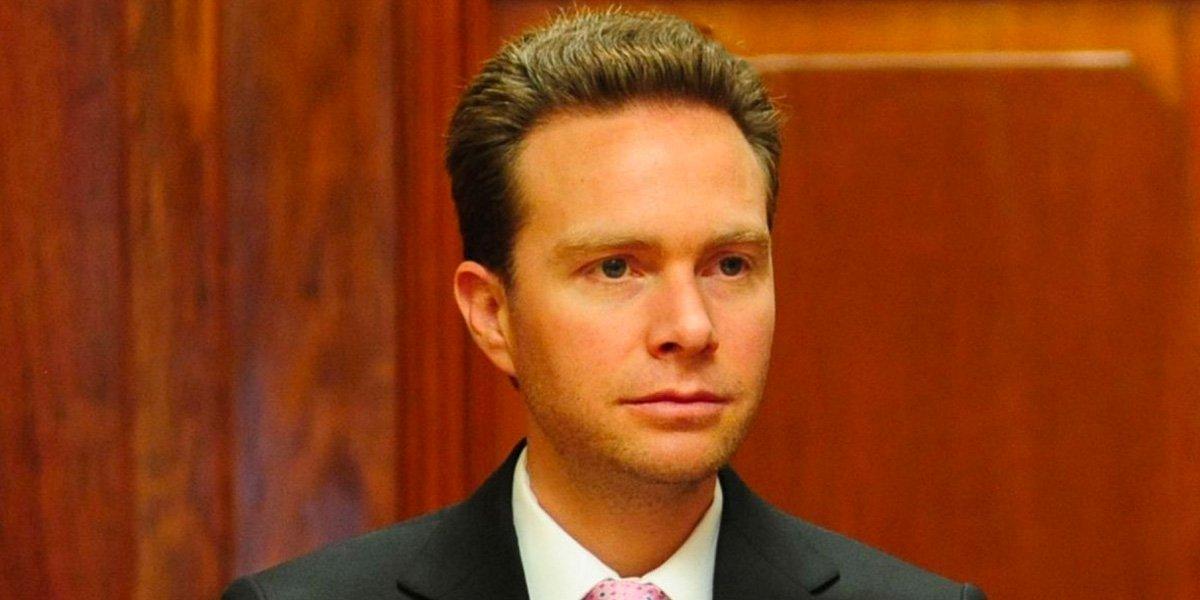Velasco cabildea con oposición del Senado para avalar reforma eléctrica