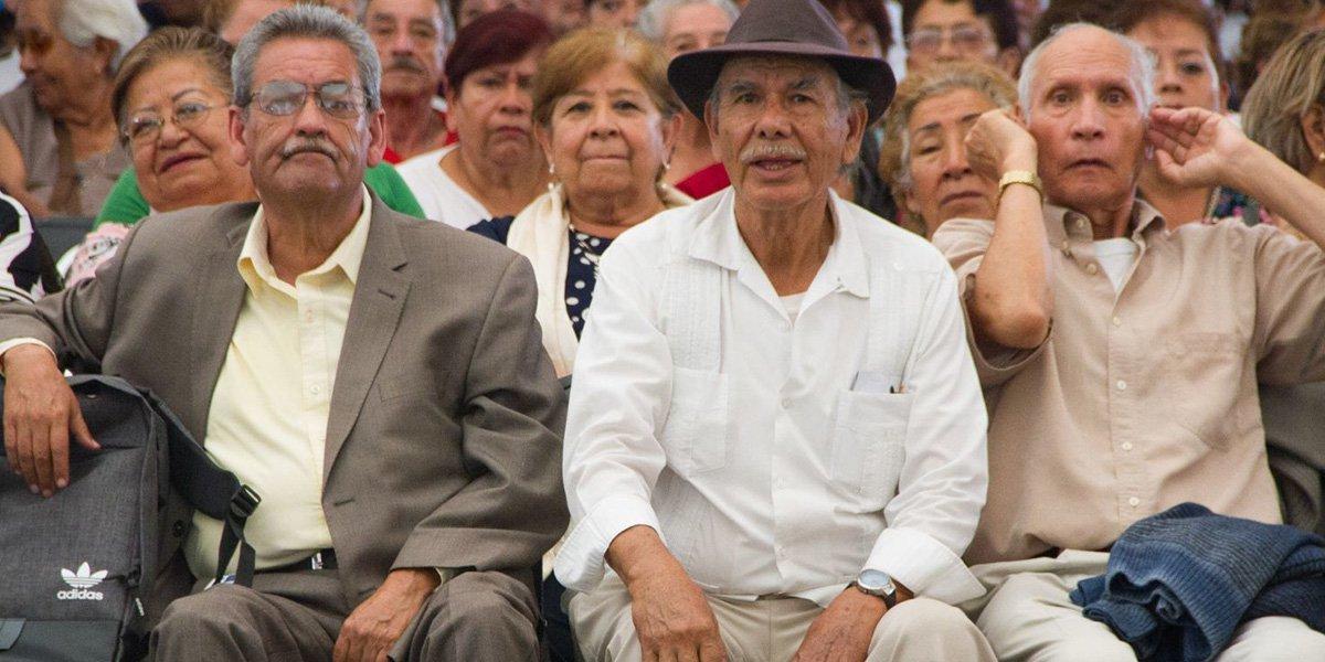 Proponen hasta 8 años de prisión en CDMX para quien cobre pensión de un adulto mayor