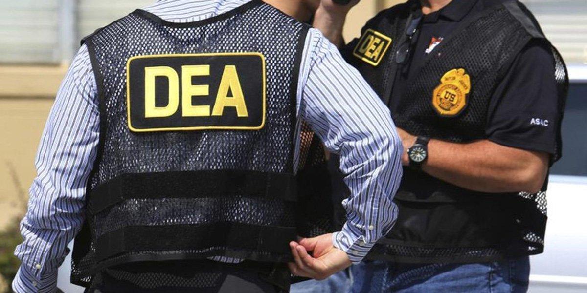 México habría atrasado aval a visas para agentes de la DEA tras detención de Cienfuegos, según CNN