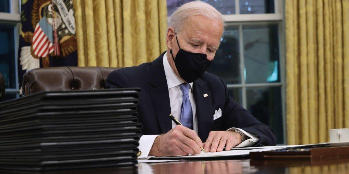 Biden condena maltrato de migrantes haitianos en la frontera de EUA y asegura que los perpetradores pagaran