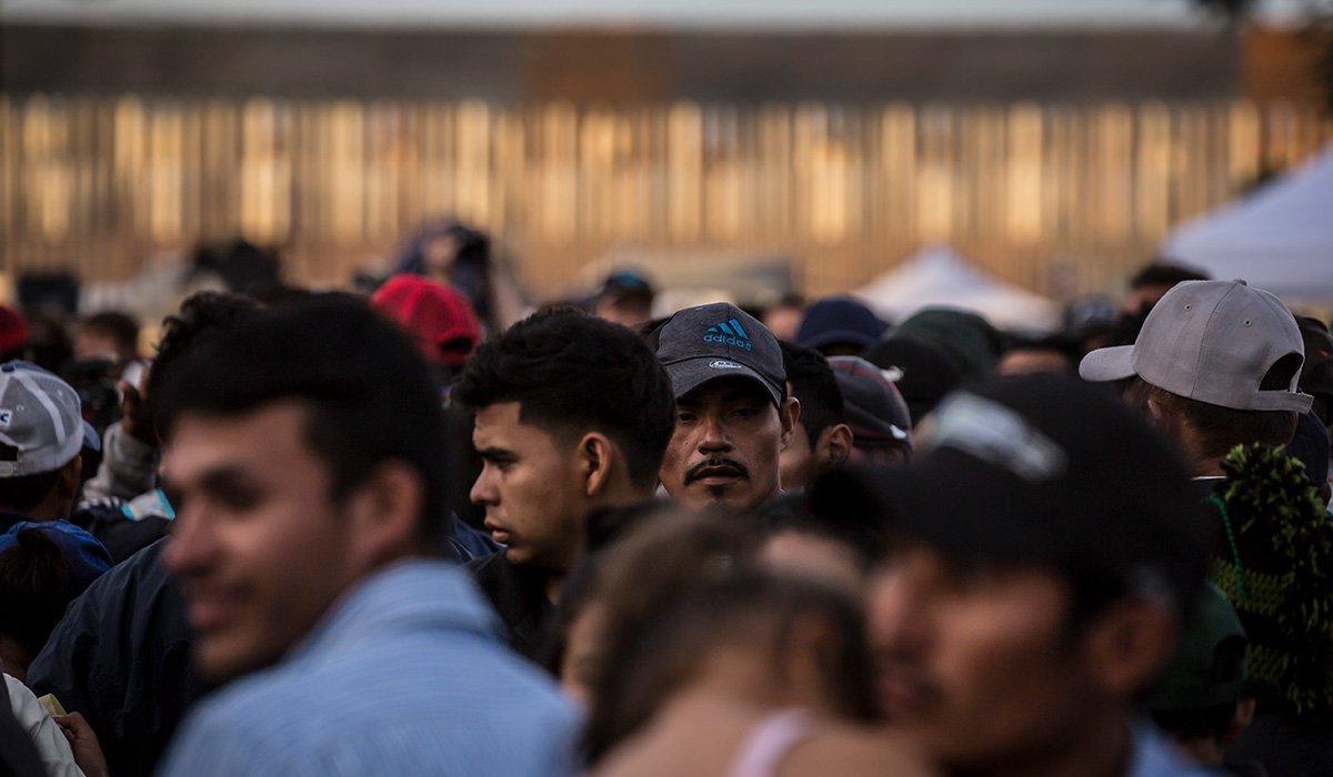 Gobierno de EUA terminará con las redadas de migrantes en lugares de trabajo