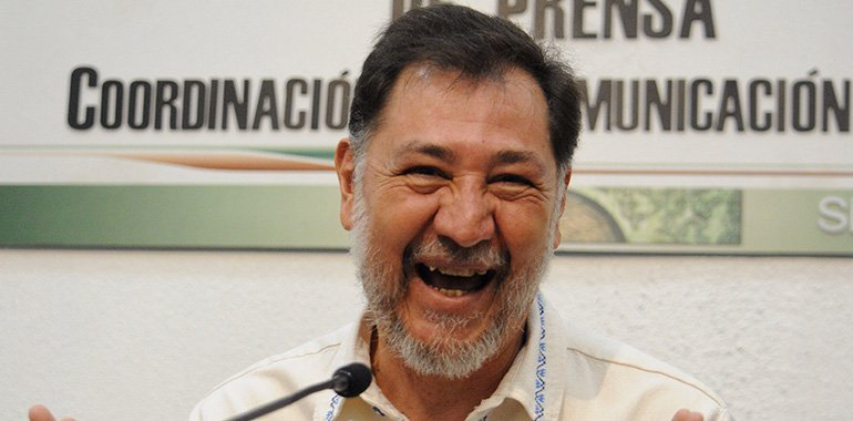 Fernández Noroña hace señales obscenas a panistas durante comparecencia de Ramírez de la O