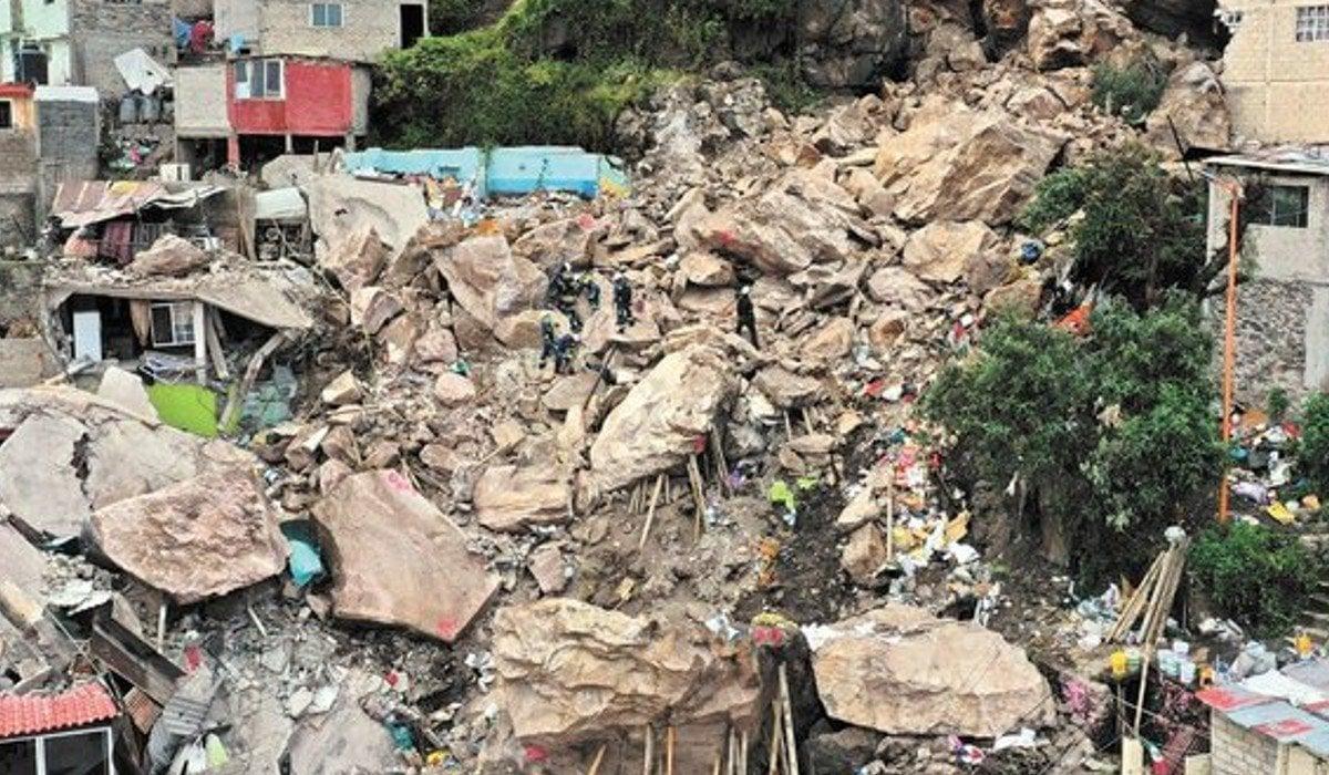 AMLO ofrece casas en otras zonas a habitantes del cerro del Chiquihuite'para que no corran riesgo'
